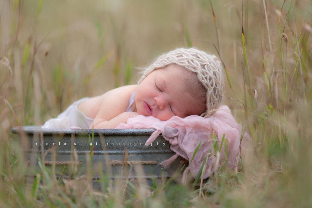 pamela-salai-photography outside newborn posing