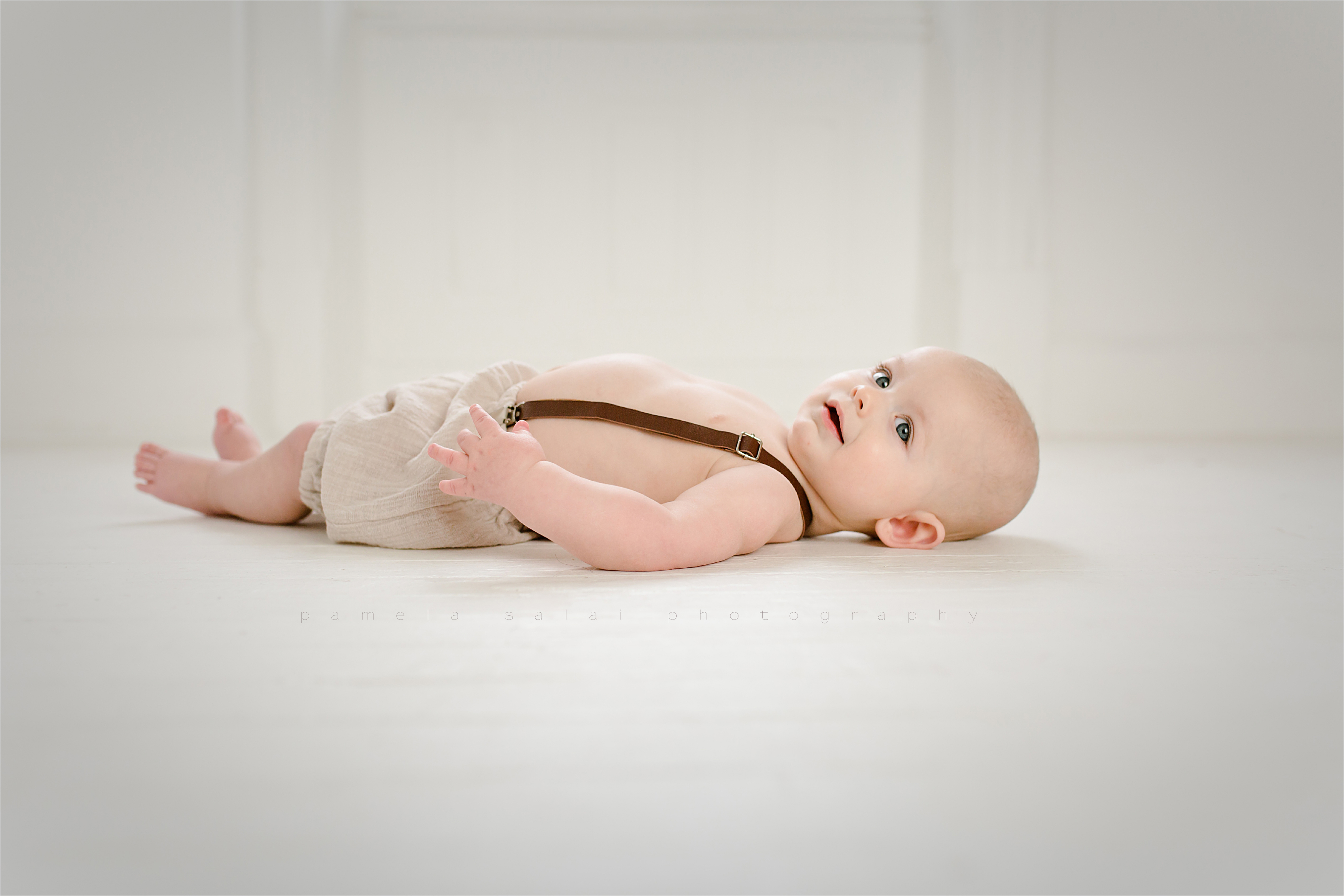 6 month , organic studio session, pure white studio , simple and sweet, boy session milestone